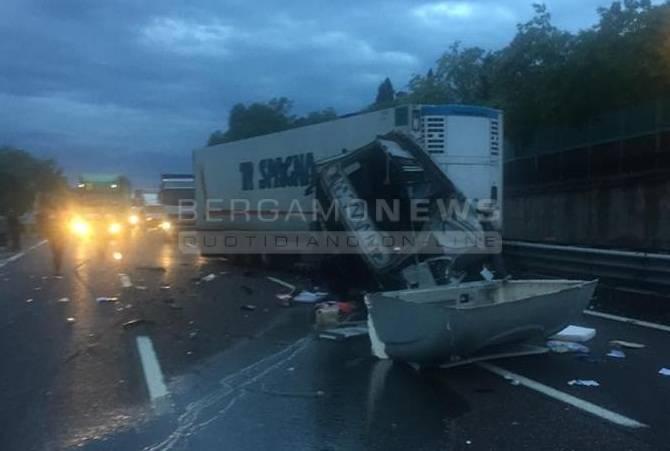 incidente camion desenzano a4