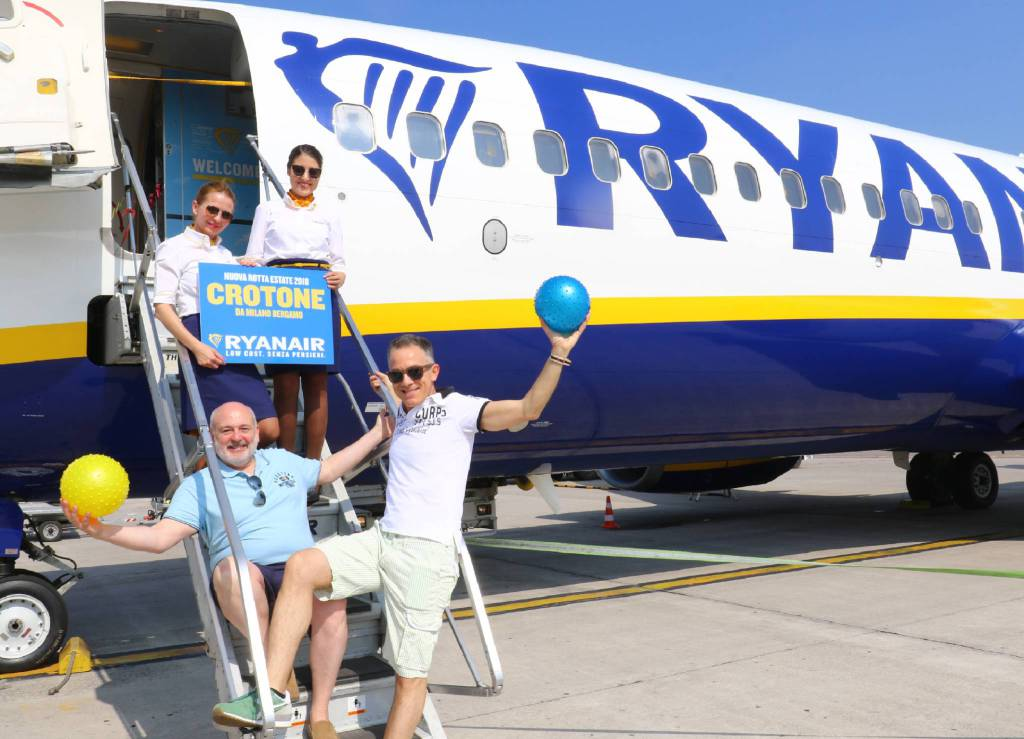 Riapre l'Aeroporto di Crotone, atterrato un volo Ryanair proveniente da Bergamo