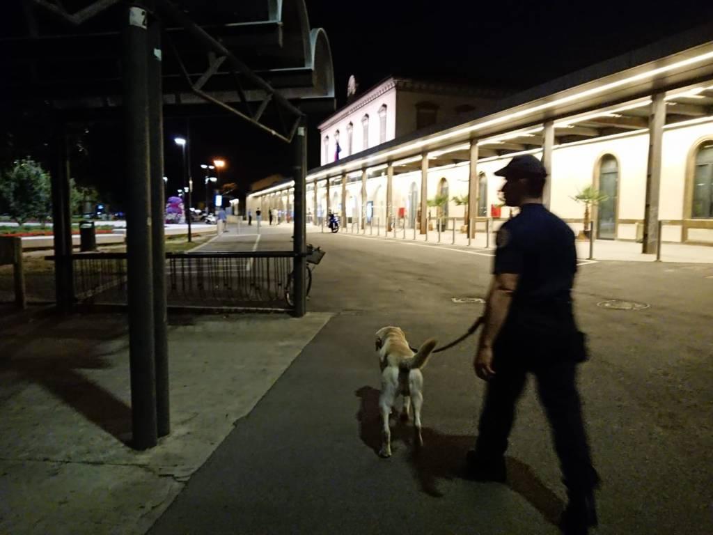 Carabinieri controlli stazioni