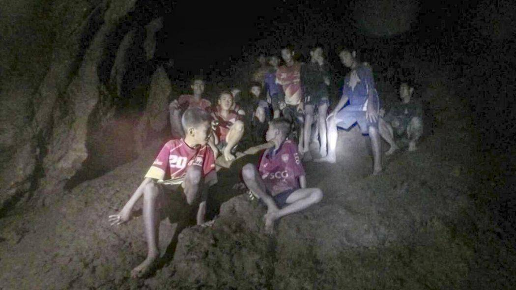 Thailandia, estratti in buone condizioni i primi 4 ragazzini