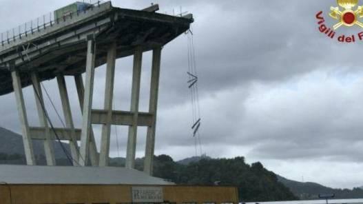 Ponte Morandi a Genova, sospese le ricerche per rischio crolli