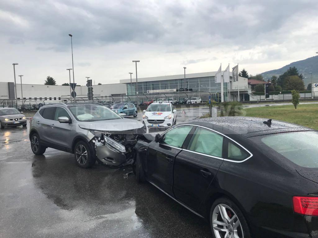 Scontro frontale tra due auto a Grumello del Monte