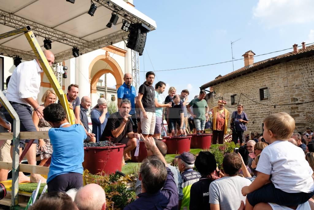 Alla Festa del Moscato sfida di pigiatura dell'uva tra sindaci