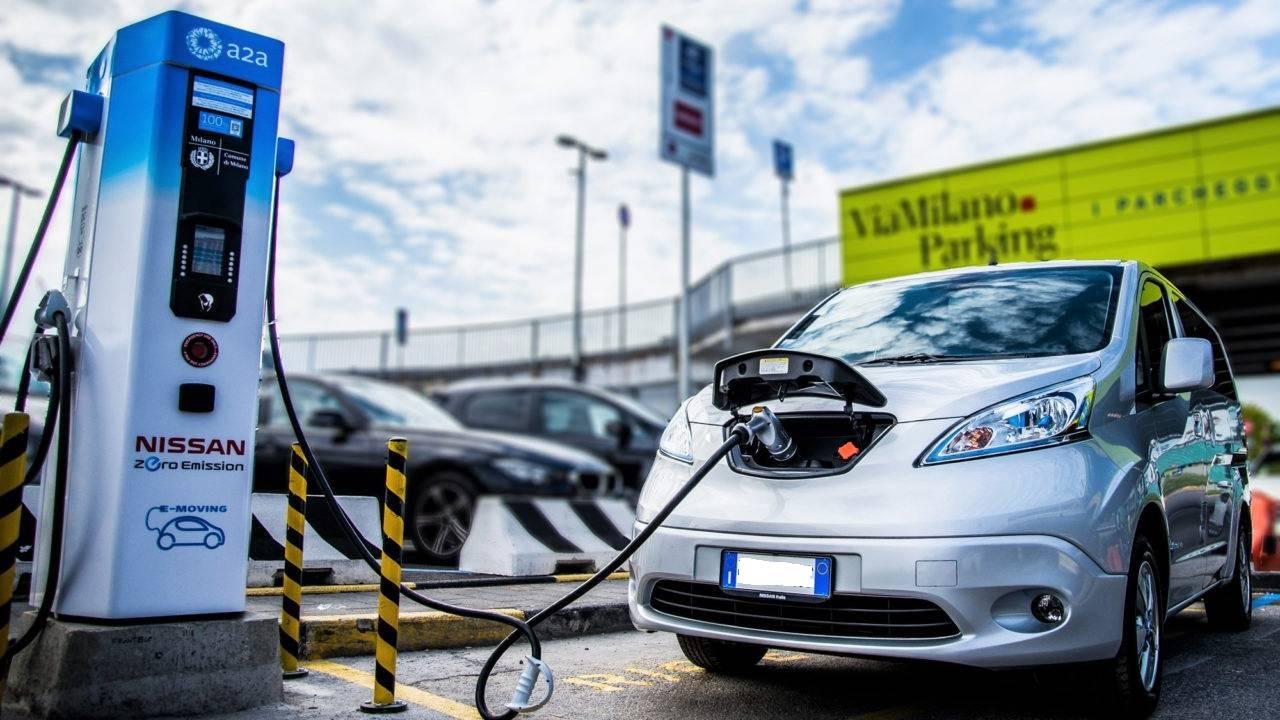 Auto elettriche e ibride: Italia prima in Europa nelle vendite