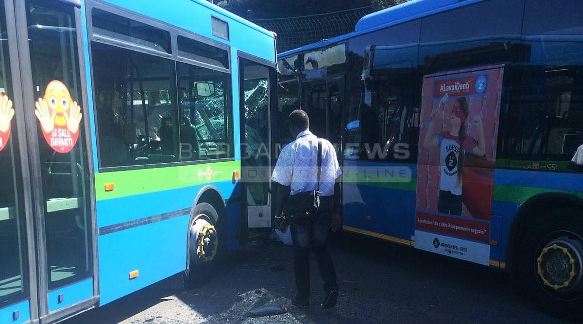 Incidente tra due pullman a Gazzaniga
