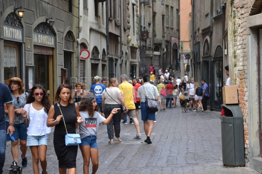 turisti città alta