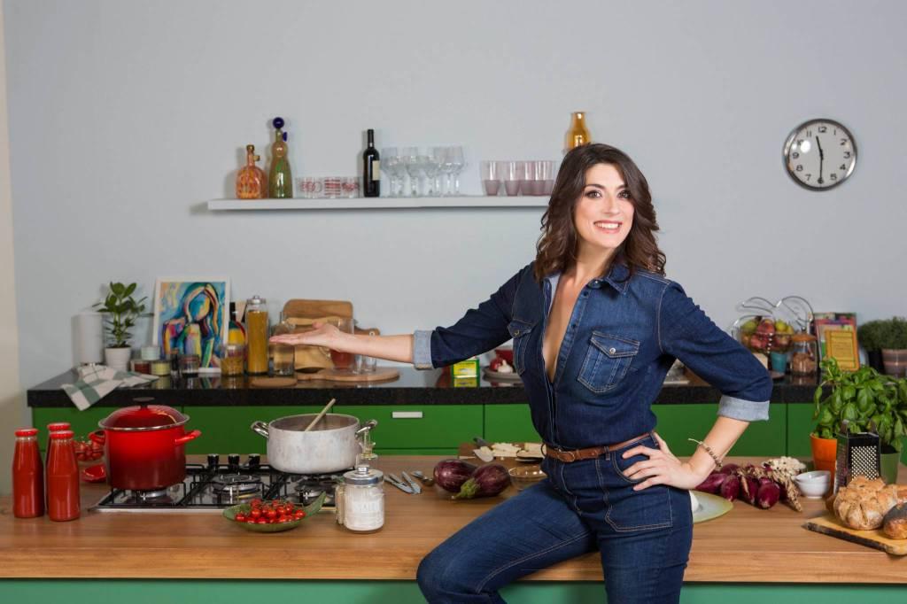 Elisa Isoardi piange durante la diretta de La Prova del Cuoco
