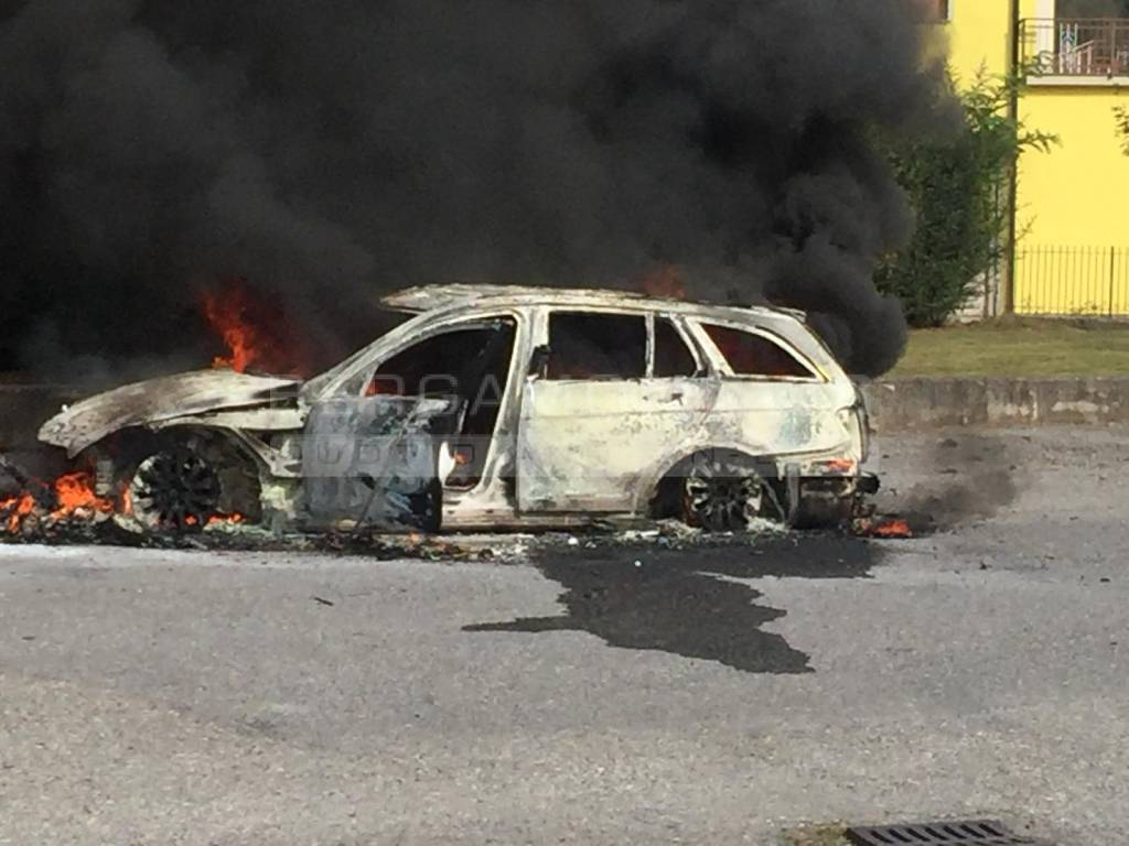 Incendio auto lovere
