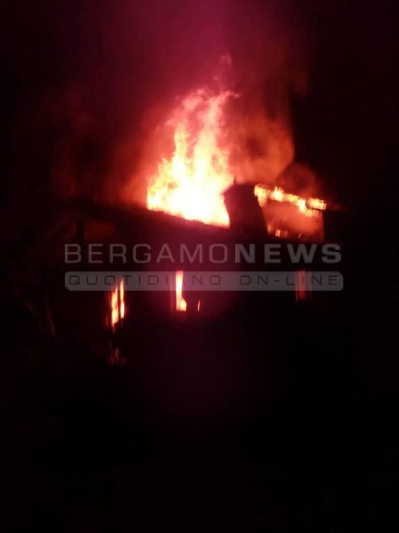 Incendio a Serina