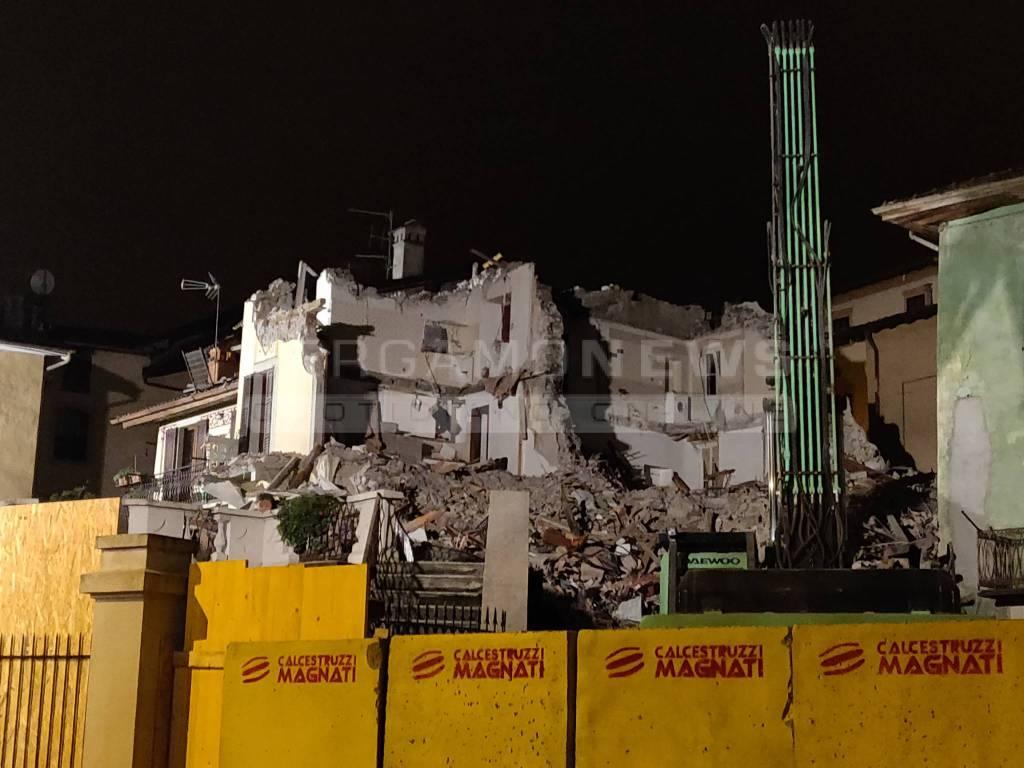 demolizione della casa esplosa a San Giovanni Bianco