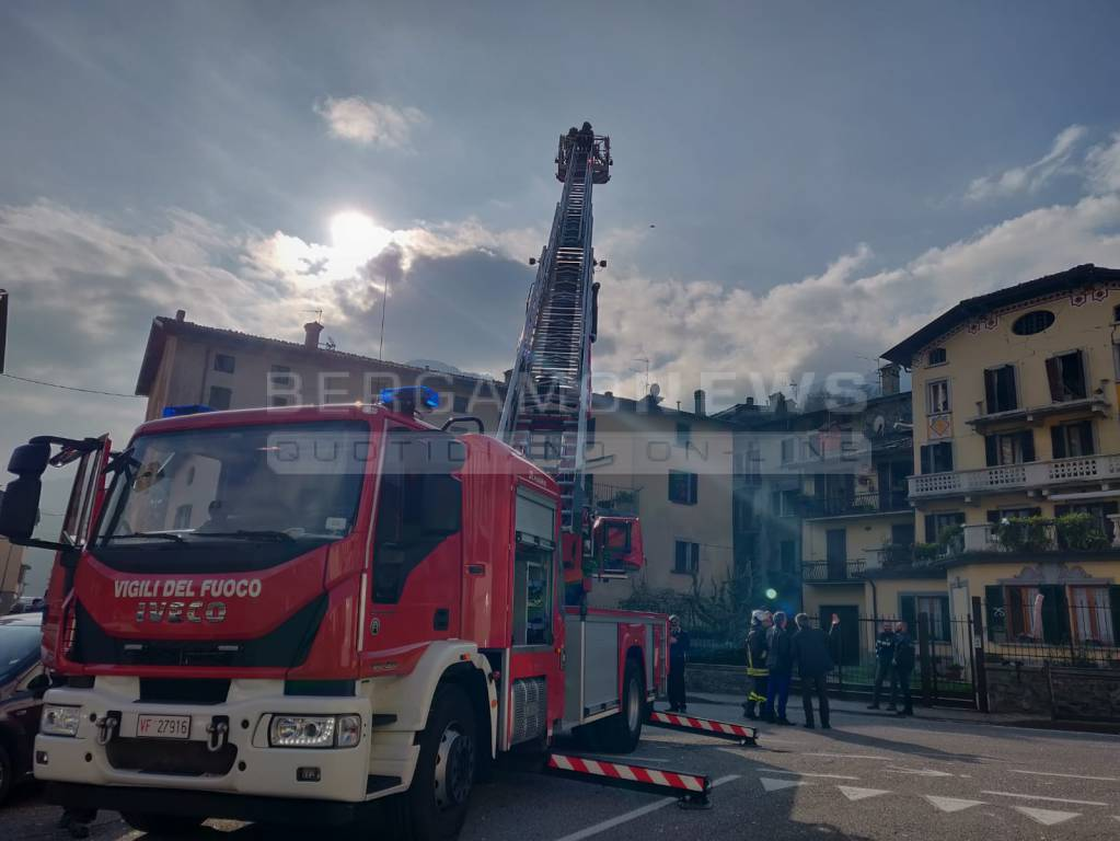 esplosione in una palazzina a san giovanni bianco