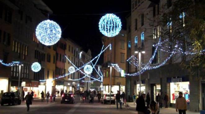 Illuminazione Esterni Bergamo : Il golf vive di nuova luce u ai colli di bergamo golf
