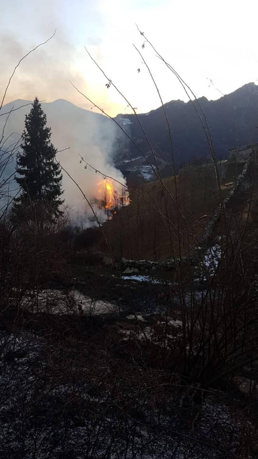 a fuoco il monte grem