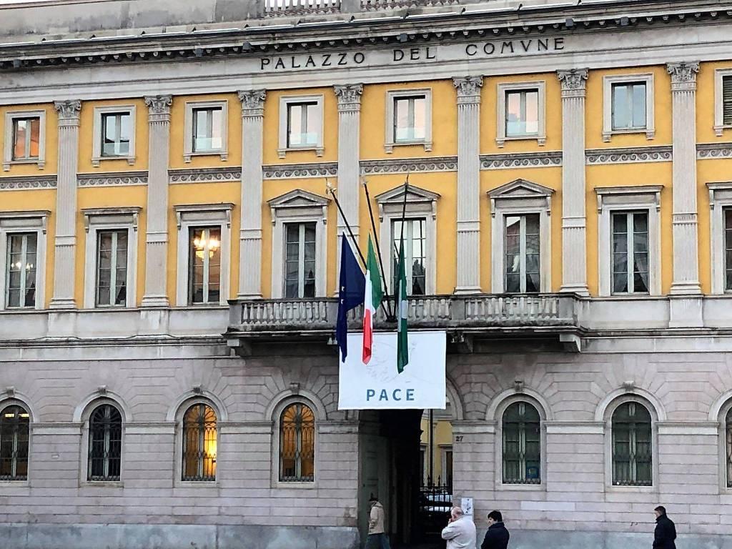 Bandiere a mezz'asta per Antonio, il giovane giornalista ucciso a Strasburgo