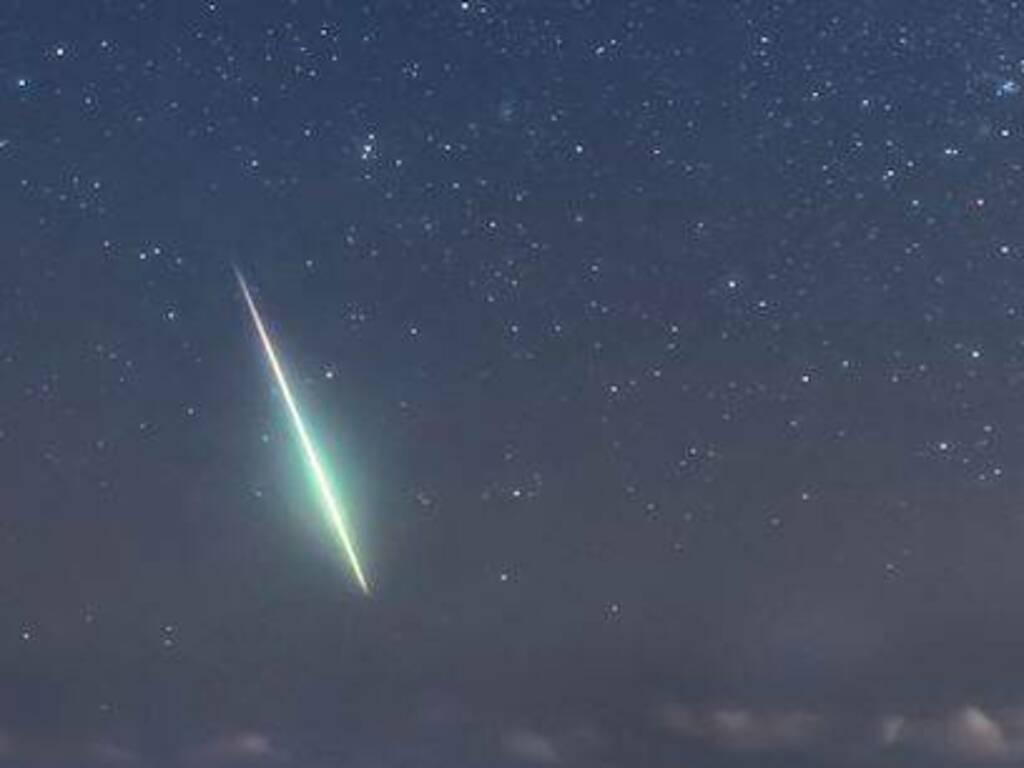 Stella Cadente Di Natale.Arrivano Le Stelle Cadenti D Inverno E La Cometa Di Natale Ecco Quando Vederle Bergamonews
