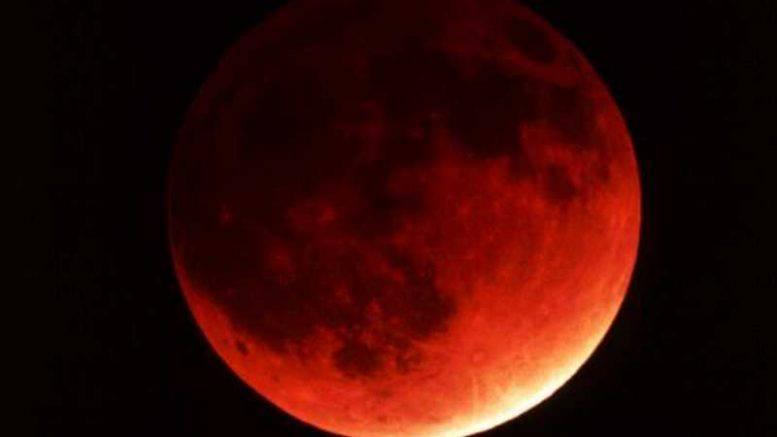 48040b3bc3 Puntate la sveglia: all'alba di lunedì la Luna rossa e l'eclissi ben ...