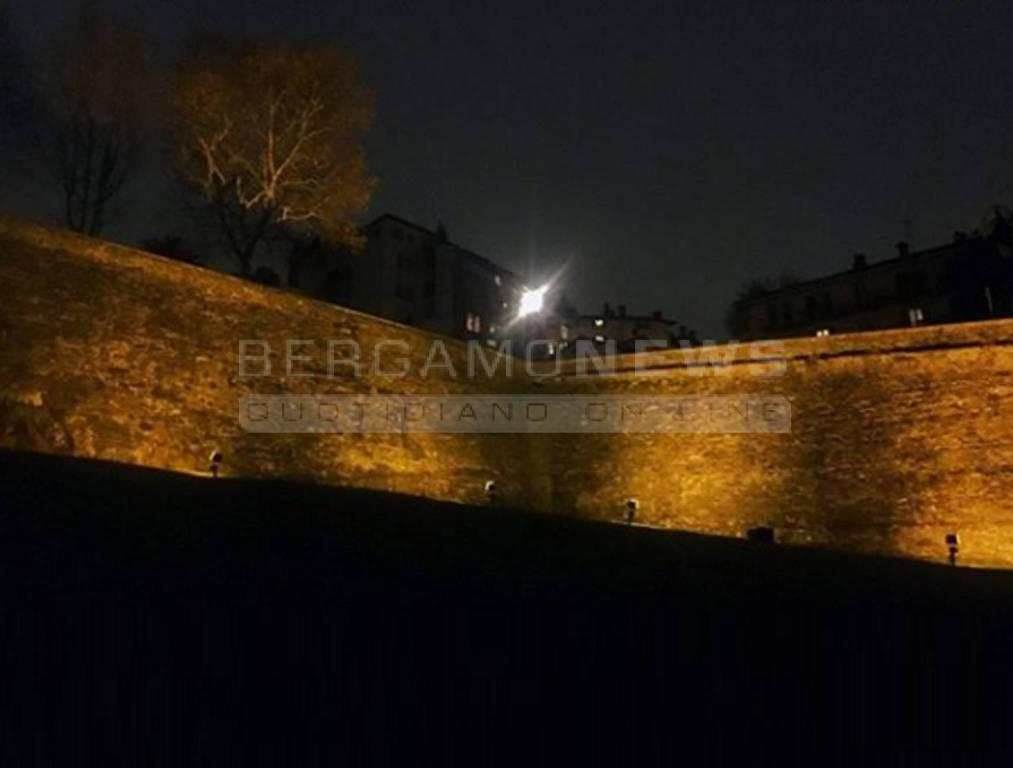 Le mura veneziate valorizzate da una nuova illuminazione bergamo