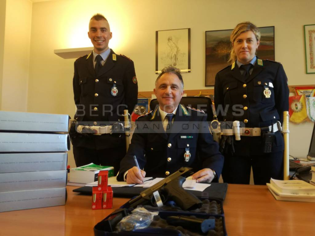 Più sicurezza a Seriate: pistole semiautomatiche agli agenti della polizia Locale