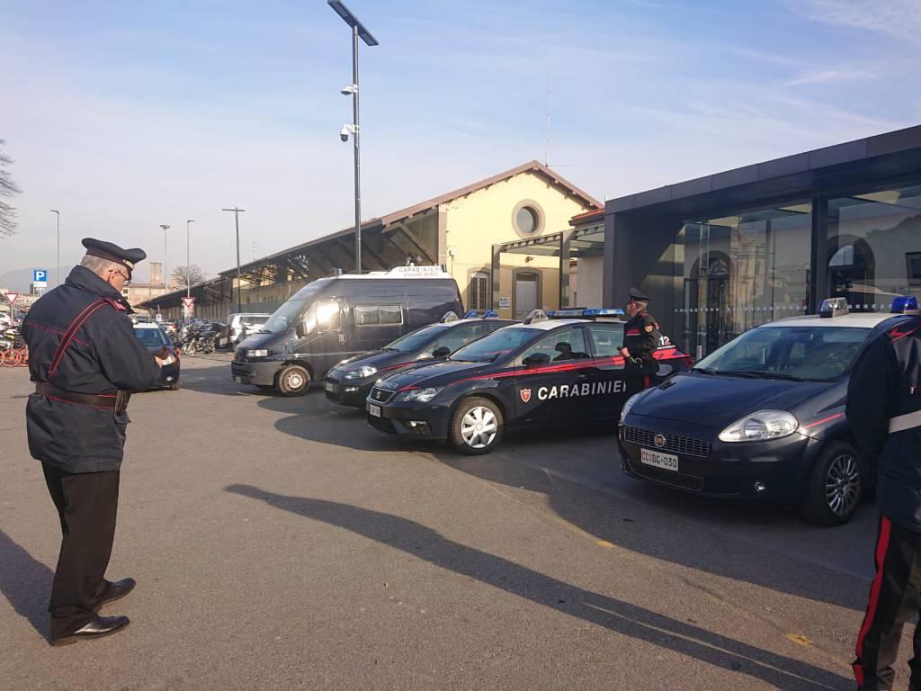 Bergamo, carabinieri alla stazione