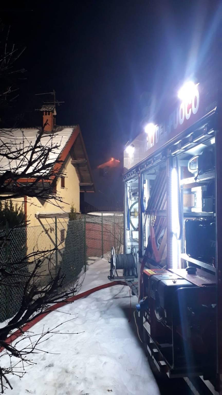 colere tetto in fiamme