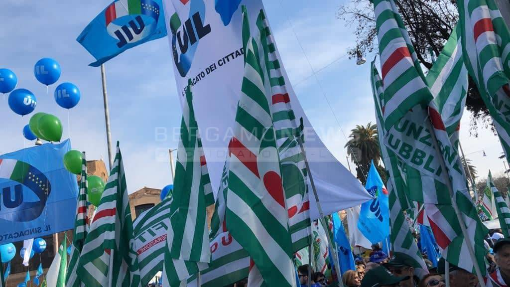 Sindacati uniti in piazza contro il Governo