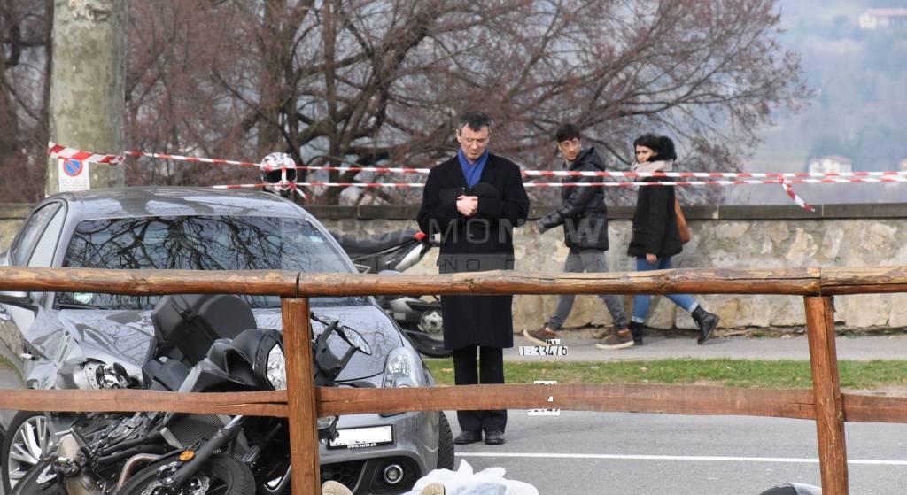 Città Alta, scontro auto-moto lungo le Mura: muore un uomo