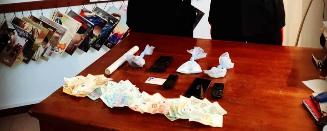 Documenti come pegno per il saldo dell'eroina: 30enne in manette