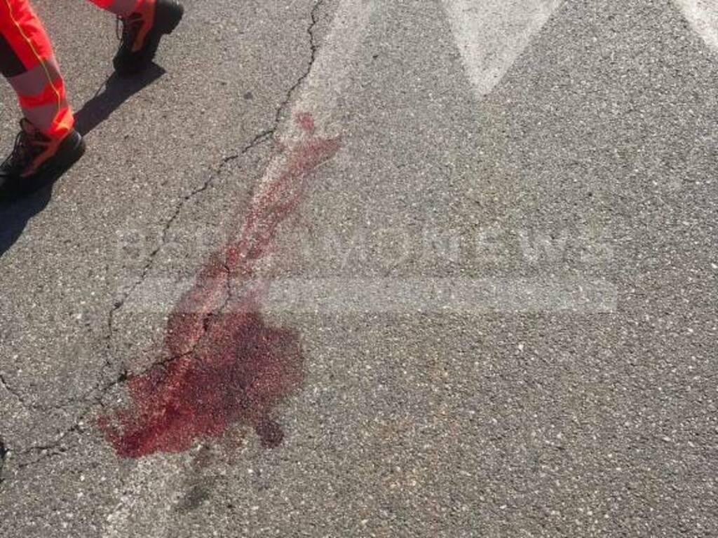 Lallio, scontro auto-moto: feriti due giovani