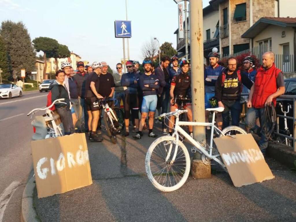 due bici bianche per ricordare Giorgio e Maurizio