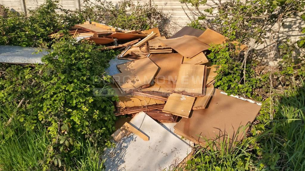 I rifiuti abbandonati a Treviglio
