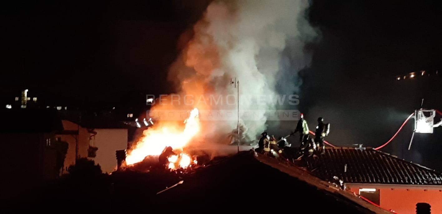 Incendio in via Malvassi