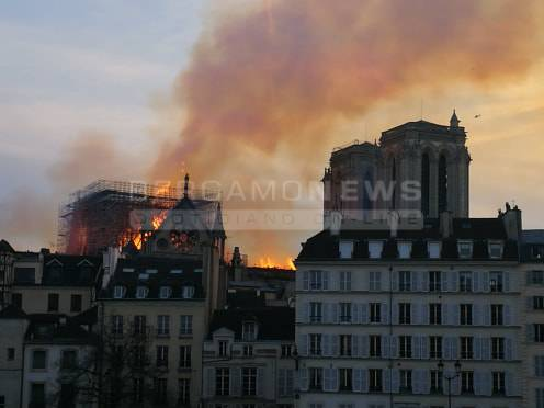 Media: ecco le possibili cause dell'incendio a Notre Dame