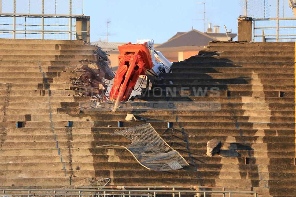 Addio Curva Nord, al via la demolizione