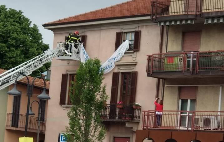 striscione anti Salvini rimosso
