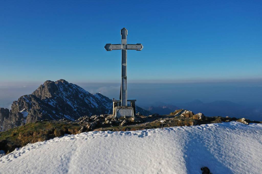 sole che sorge sul Monte Alben