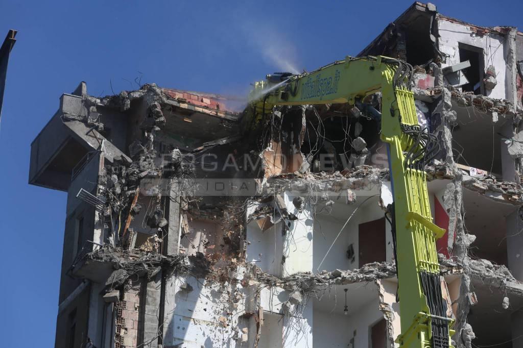 Torri di Zingonia, prosegue la demolizione