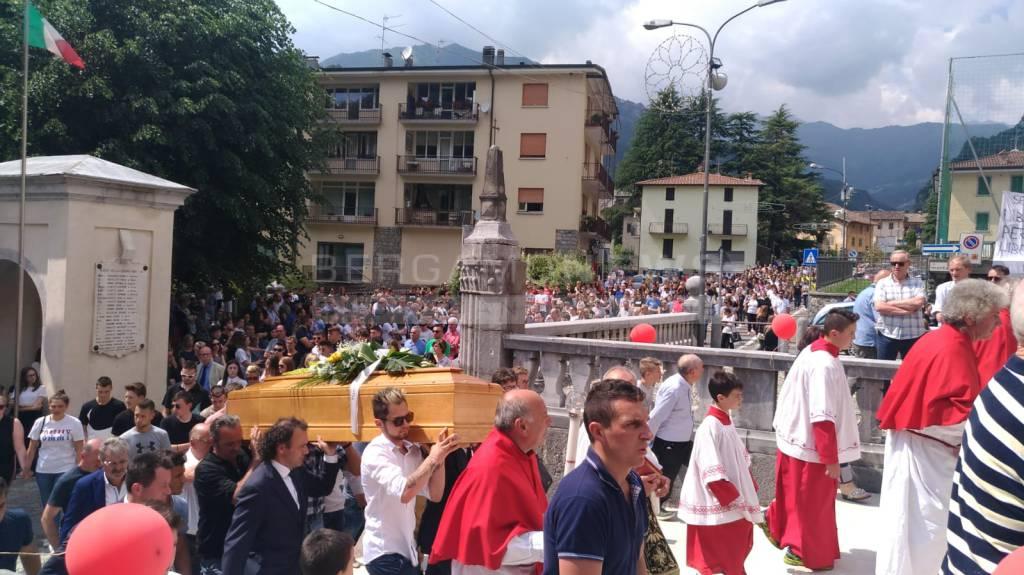 Ardesio, i funerali di Davide Fornoni