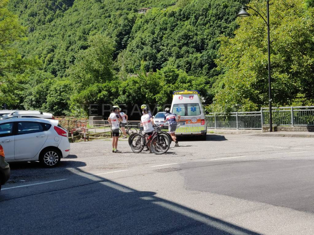 ciclista caduto