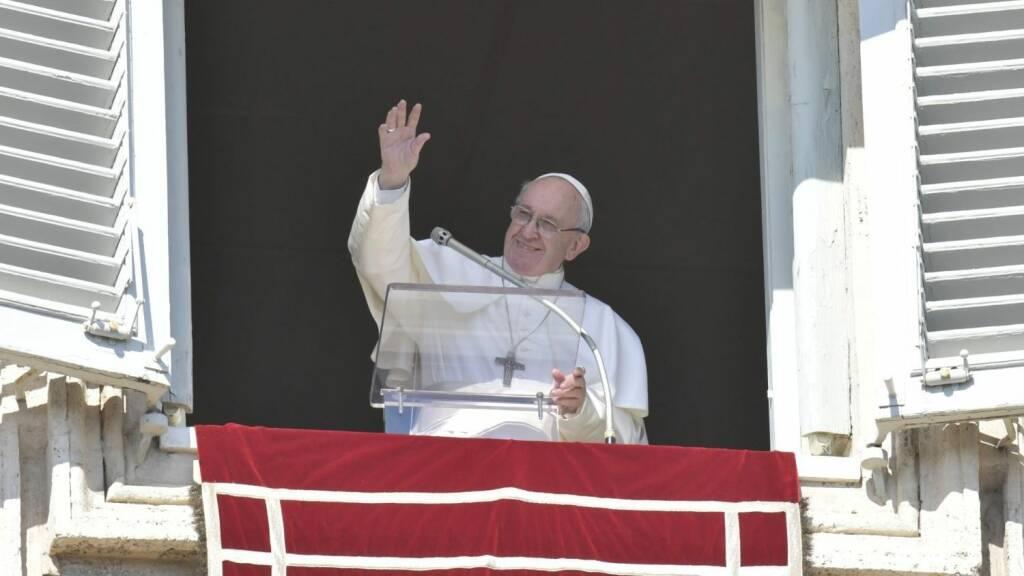 All'Angelus il Papa