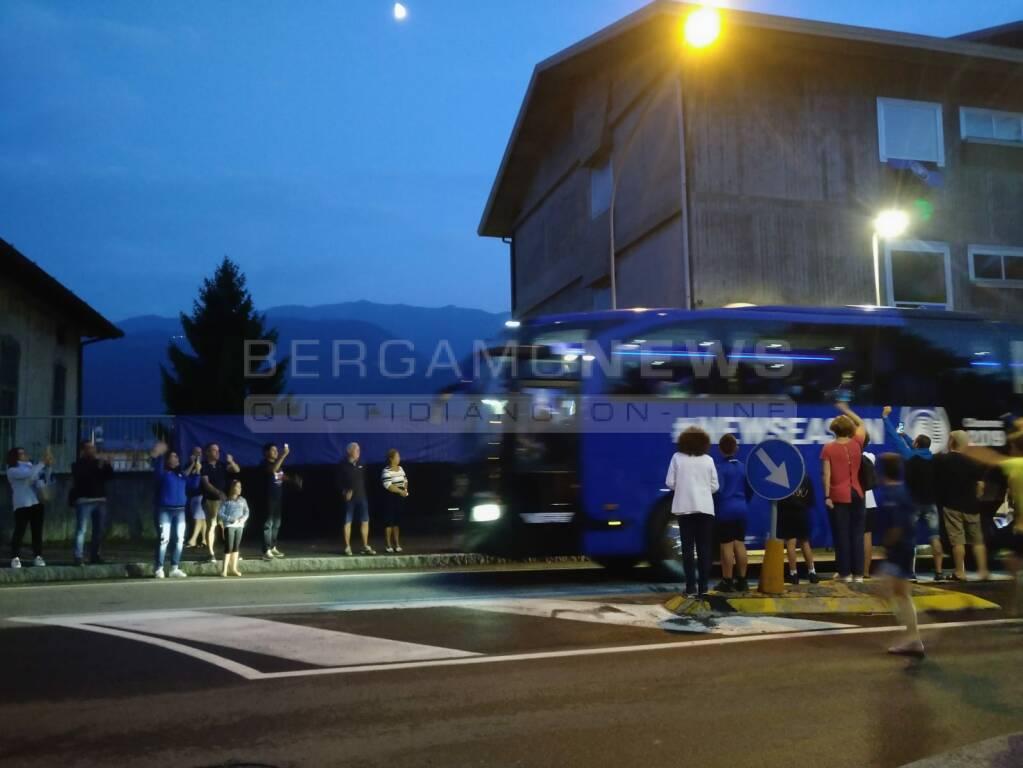 Atalanta, accoglienza da Champions a Clusone