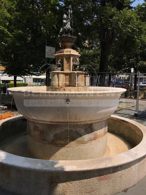 Fontana piazza sant'anna