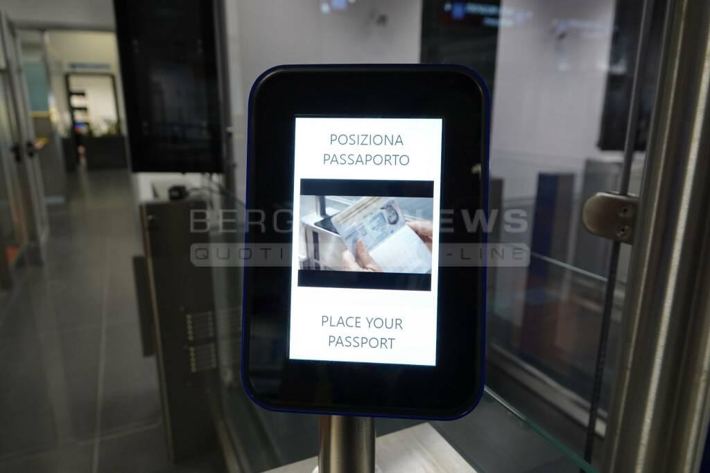 aeroporto e-gate gate elettronico