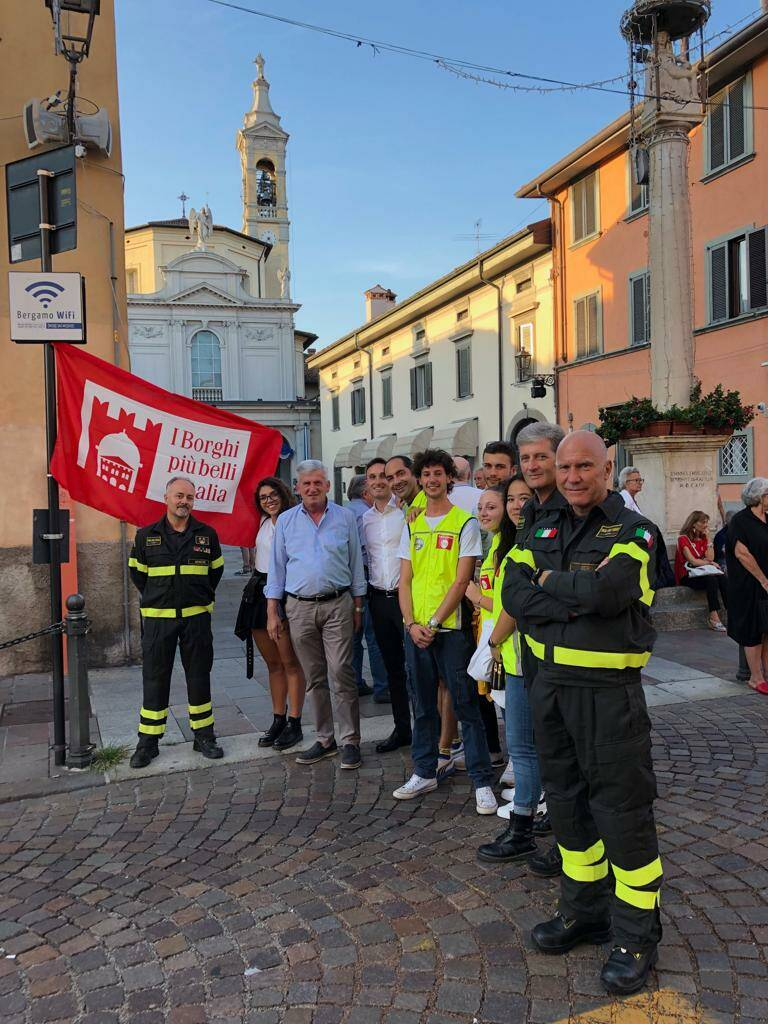 Cena in strada in Borgo Santa Caterina