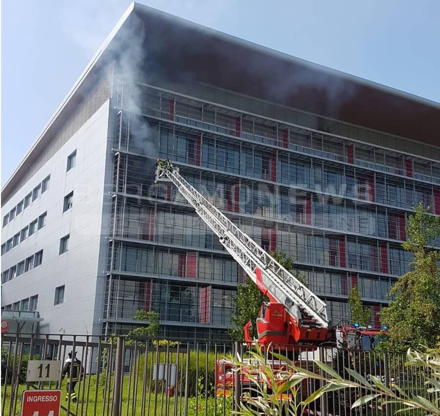 Incendio alla Torre 7 dell'ospedale di Bergamo