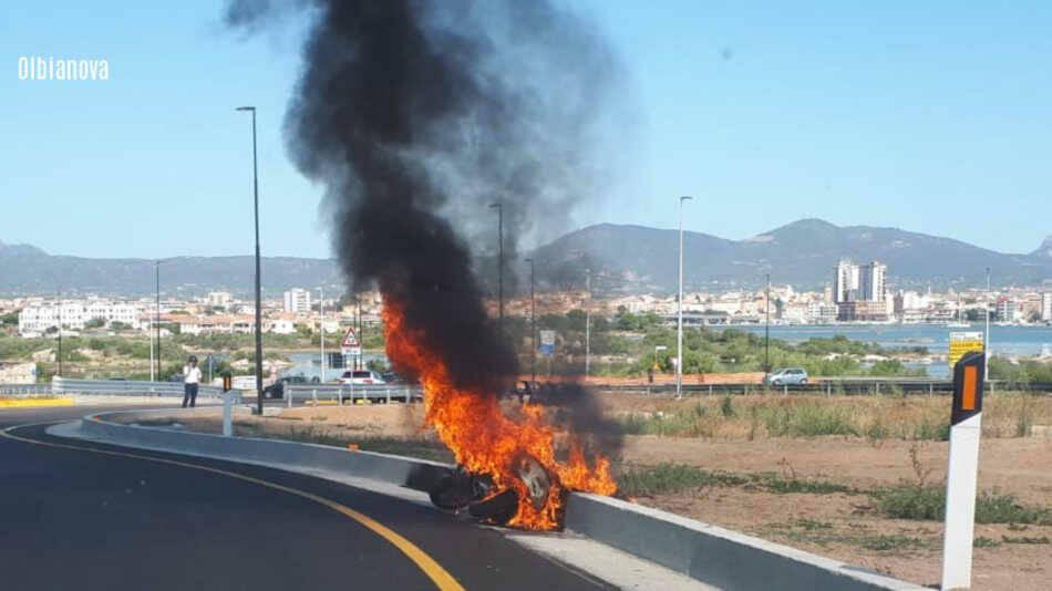 Paura per Giorgio Gori: in fiamme la moto su cui stava viaggiando
