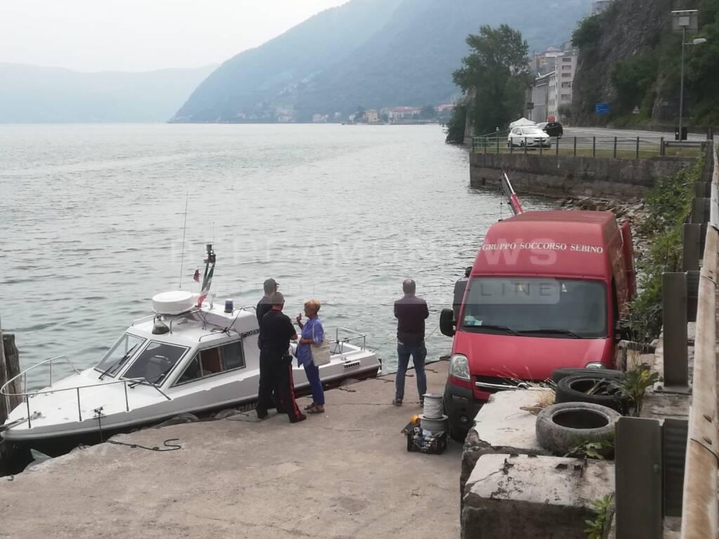 Tavernola, nel lago si cercano un'auto con un cadavere