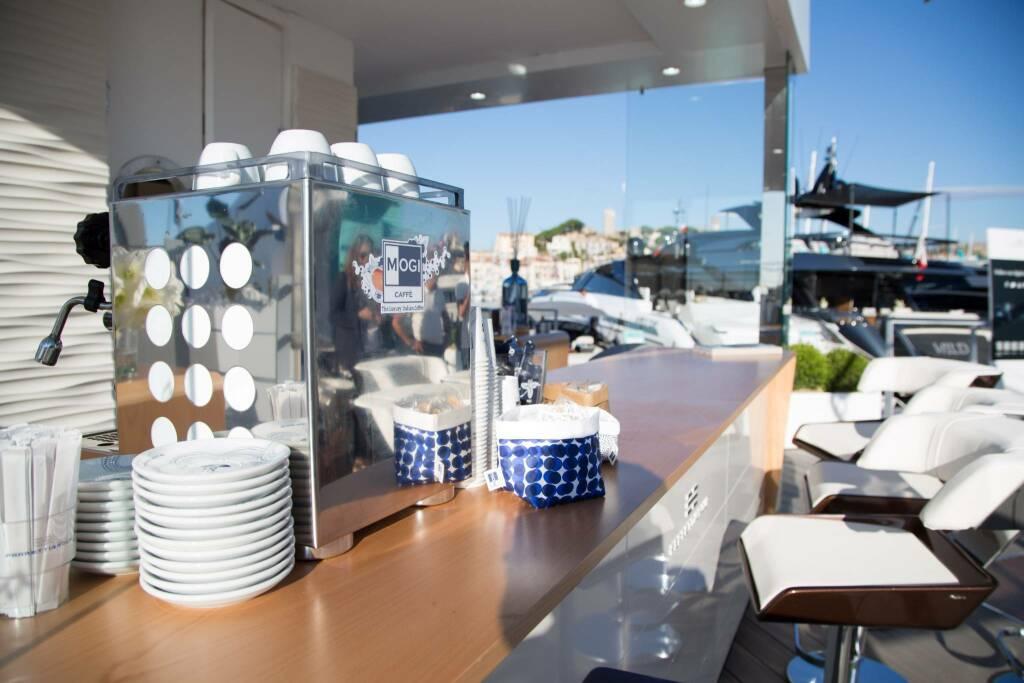 """Il caffè """"Mogi"""" a Cannes per lo Yachting Festival"""