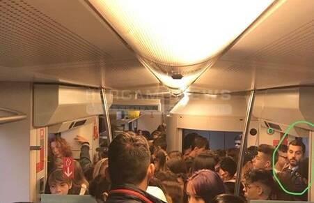 pendolari stipati treno lecco bergamo