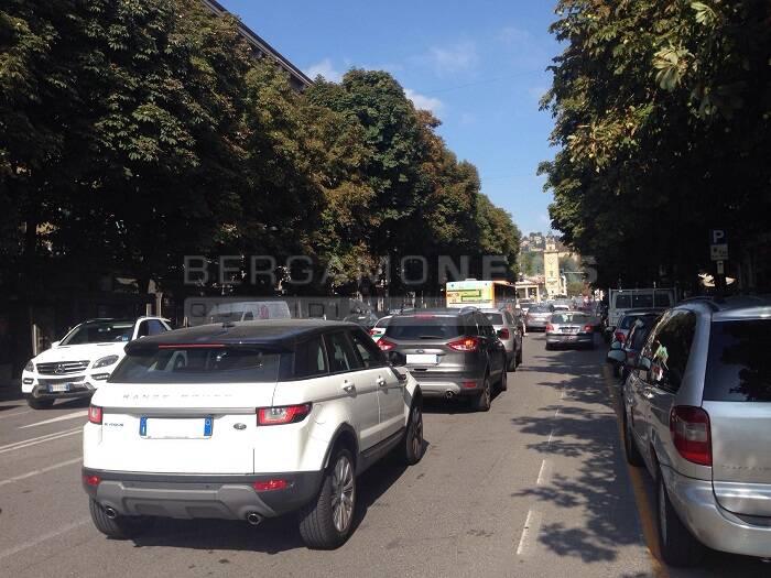 traffico intenso nel centro di Bergamo