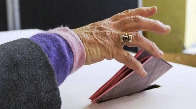 anziani voto seggio